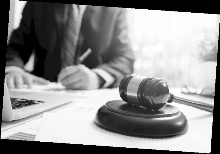 Юристи в България